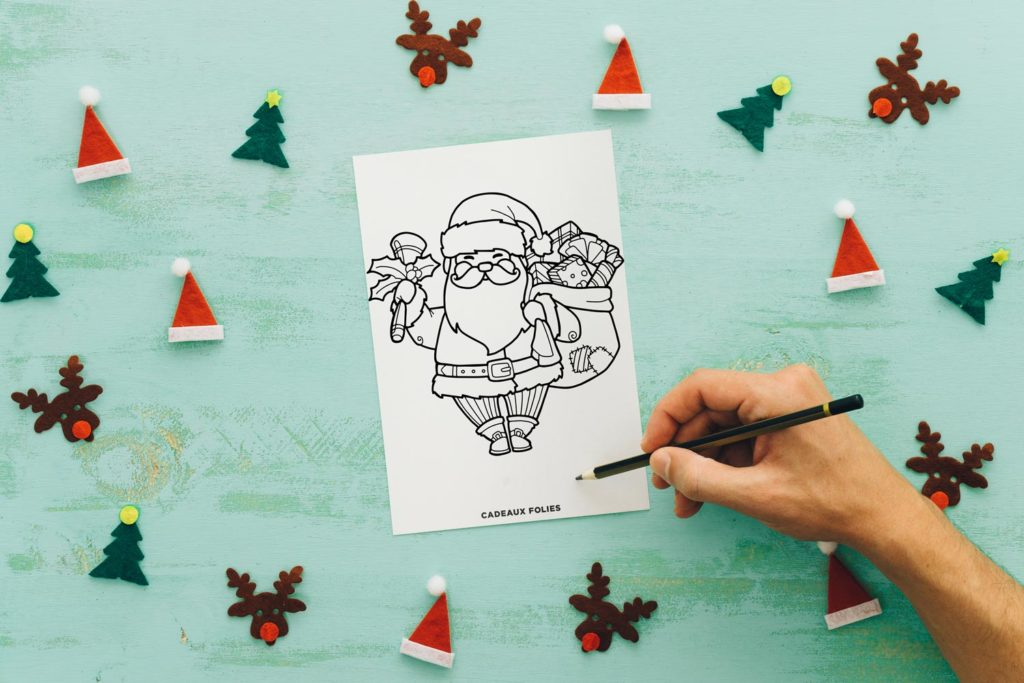 Dessin de père Noel qui sourit avec une hotte