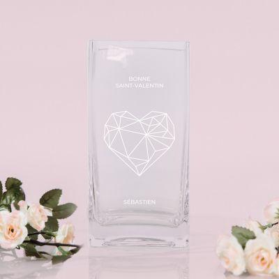 Vase avec cœur et texte gravés