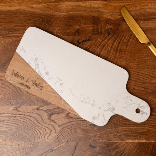 Planche à découper en bois et marbre avec texte