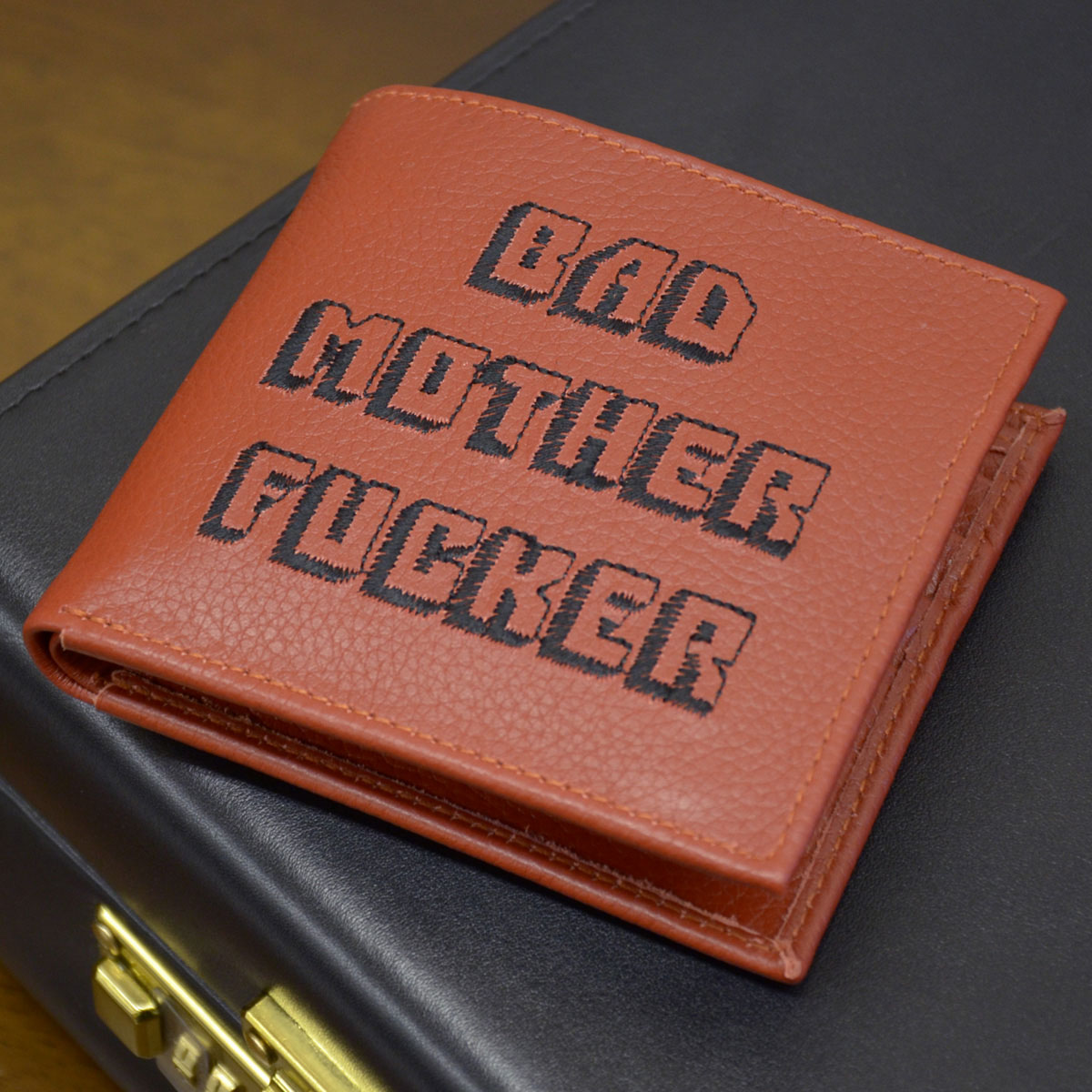 Porte monnaie bad mother fucker - Porte monnaie pulp fiction ...