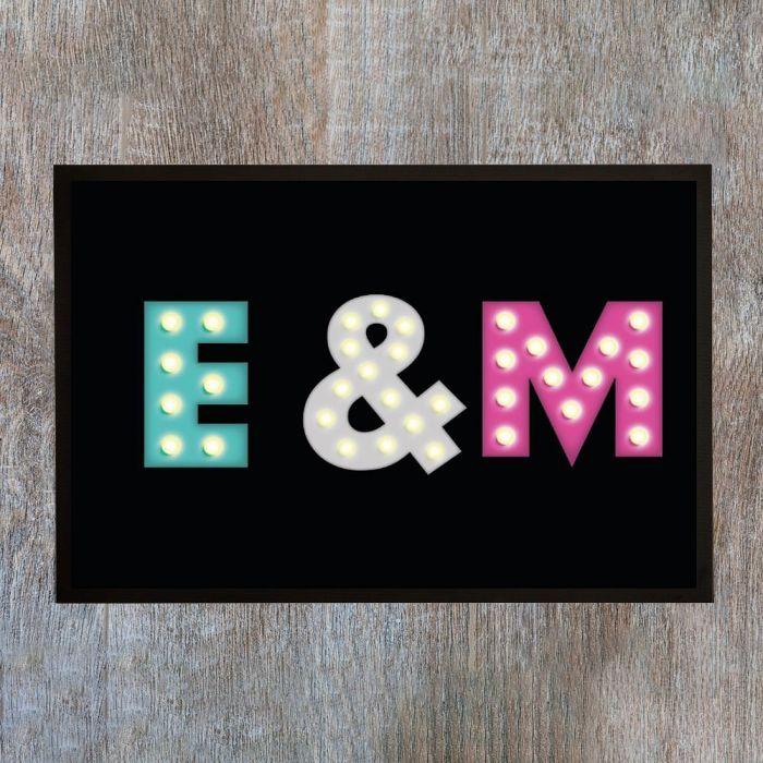 Paillasson personnalisable avec initiales colorées