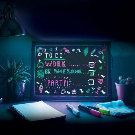 Tableau d'écriture avec effet néon