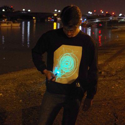 Vêtements & Accessoires - Glow Sweat-shirt interactif