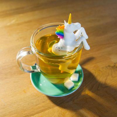 Idées cadeaux pour mettre dans le calendrier de l'avent - Infuseur à thé Licorne