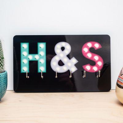 Cadeaux en bois personnalisés - Porte-clés personnalisable avec initiales colorées