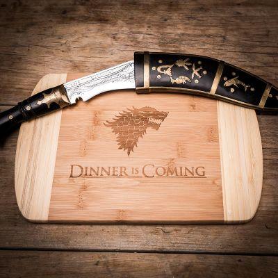 Cadeaux en bois exclusifs - Dinner is coming Planche à découper
