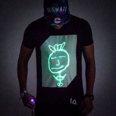 Cadeau bachelier - Glow T-shirt interactif