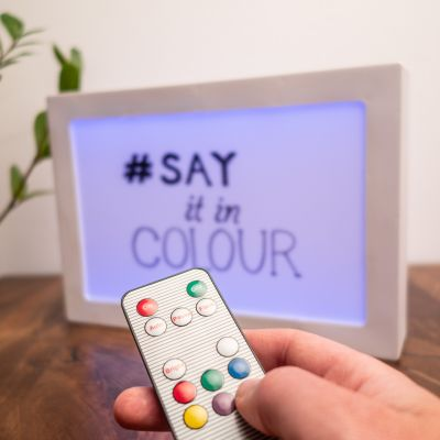 Éclairage - Panneau lumineux à messages avec changements de couleurs