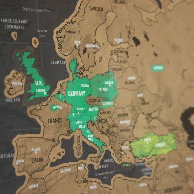 Cadeau 50 ans - Carte du monde à gratter Deluxe
