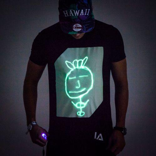 Idée cadeau - Glow T-shirt interactif