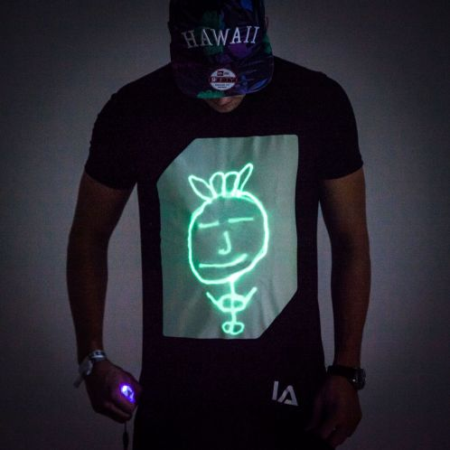 Cadeau anniversaire - Glow T-shirt interactif